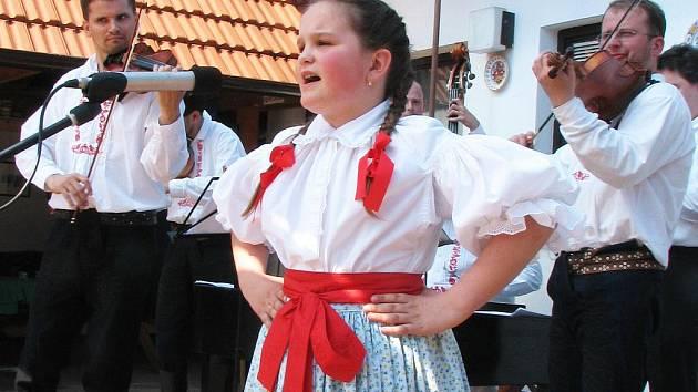 Vítězka mladší kategorie Jana Bilíková z Jalubí zapěla Šohajíčku, čí jsi.