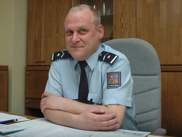 Bohuslav Plachý nosí policejní uniformu čtvrt století.