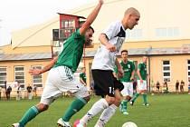Fotbalisté Uherského Brodu (v bílém) remizovali ve 3. kole divize D s Bystrcí 1:1.