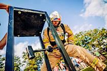 Závodu Nejtvrdší hasič přežívá se na Salaši zúčastnilo 71 závodníků.