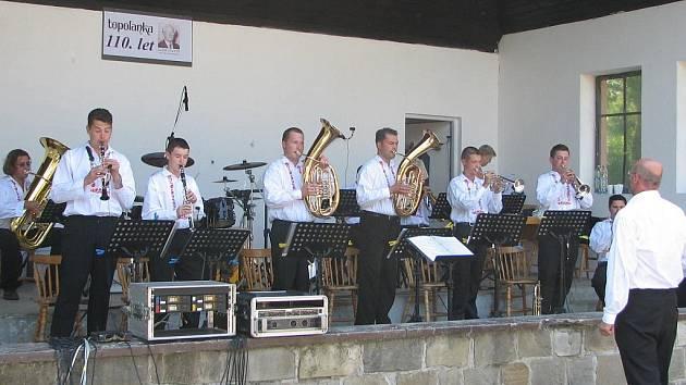 . Dechová hudba Topolanka oslavila v neděli sto desáté narozeniny.