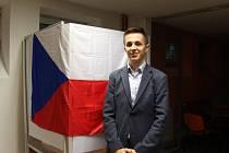 Předseda volební komise na uherskohradišťském gymnáziu Ondřej Mráz.