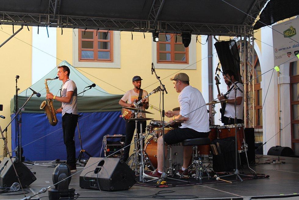 Point Of Few - české instrumentální kvarteto s originálním a svěžím zvukem, který organicky propojuje zvuky současné populární hudby s otevřenou a svobodnou povahou jazzu.