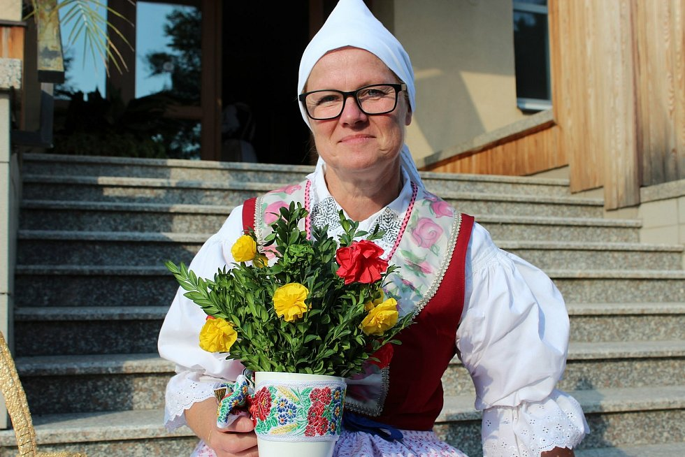 Evženie Úředníčková je hrdá na obnovené velehradské kroje.