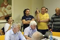 V Podolí zasedalo zastupitelstvo v kanceláři starosty Jaromíra Hastíka.