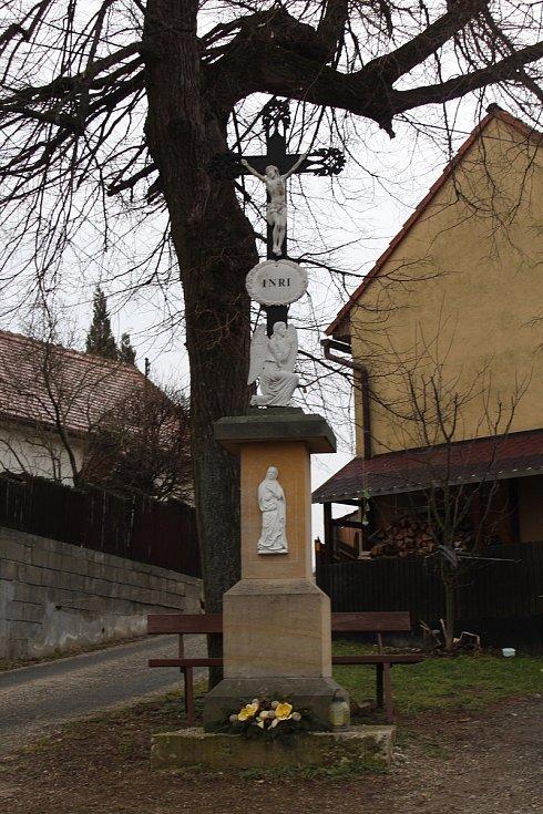 Bystřice pod Lopeníkem, obec na úpatí Bílých Karpat.