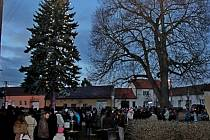 ADVENTNÍ HODINKA. Rok se sešel s rokem a v Sušicích opět přivítali příchod času adventního.
