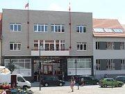 Osmnáct javorů padlo za oběť opravě uherskobrodského náměstí
