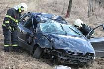 K dopravní nehodě mezi Kunovicemi a Hlukem, která si vyžádala zranění řidiče, museli v pátek 30. března vyjíždět také hasičtí profesionálové z Uherského Hradiště