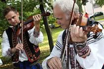 U Slovácké búdy hrály cimbálovky, nechyběly ani stánky s pochutinami a řemeslníci ze všech koutů Slovácka.