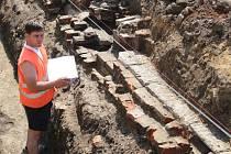 Archeologové Zdeněk Schenk a Jan Mikulík na vykopávkách na Velehradě.