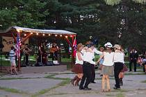 Milovníci country se sešli v sobotu ve Smětanových sadech.