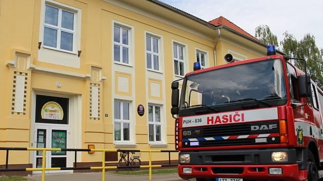 Nácvik záchranné akce v objektu základní školy se uskutečnil ve středu 25. června dopoledne v Horním Němčí.
