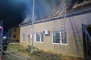 V Huštěnovicích museli krátce po jedenácté hodině večerní v úterý 3. července zasahovat hasiči při požáru rodinného domu.