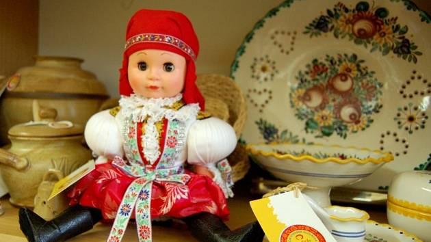 Panenka v mařatickém kroji