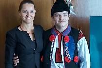 Budoucí kunovický král Daniel Kozelek se svou maminkou.