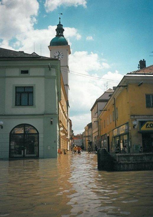 Pohled do Prostřední ulice z Mariánského náměstí.