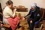 RADOSTNÁ NOVINA. Ve skanzenu Rochus se lidé dozvěděli, jak se slavili Vánoce za časů našich babiček a prababiček.