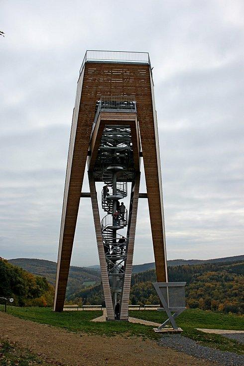 Vstupní brána do Chřibů je vesnička Salaš. Rozhledna nad obcí ve tvaru protilehlých sedmiček nebo hasáku.