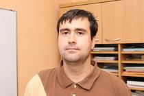 Na ustanovujícím zastupitelstvu obce Svárov v tamním kulturním domě se stal novým starostou obce jednatřicetiletý Radek Ondra.