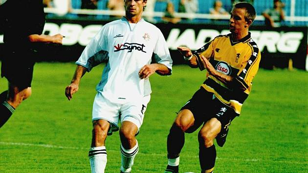 Trenér divizního Slavičína Petr Slončík si v dresu Synotu zahrál Intertoto Cup.
