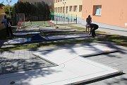 Střední odborné učiliště v Uherském Brodě slavnostně otevřelo nové hřiště u tamního Domova mládeže za bezmála sedm a půl milionu korun.