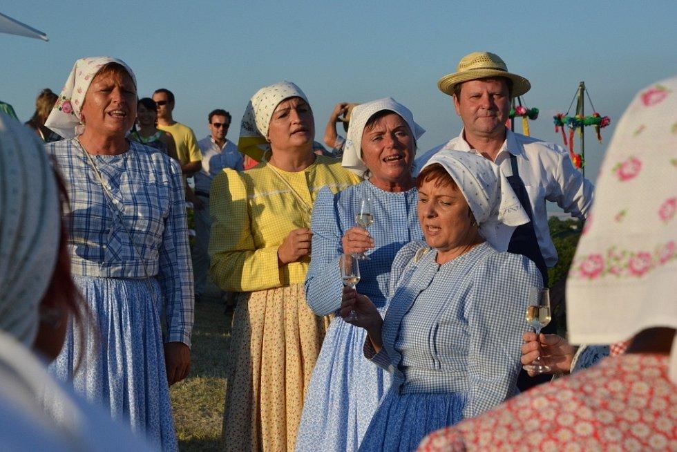 Vinaři se sešli k vartě v trati Nové Hory