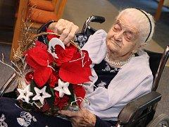 Frieda Táborová slaví 106 let v domově důchodců v Buchlovicích.