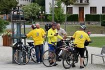 Z Uherského Brodu do Paříže si na 1800 km dlouhou cestu vyšlápli na bicyklech poutníci s brodským Orlem.