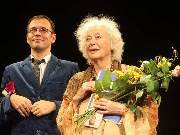 Vstupenky na jedinečnou oslavu 85. narozenin je možné koupit prostřednictvím webu Slováckého divadla, od příštího týdne i v pokladně. K dispozici je už poslední stovka lístků.
