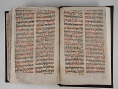Bible česká z roku 1488 je vystavena od 7. srpna na výstavě Jsme tu s vámi 100 let.