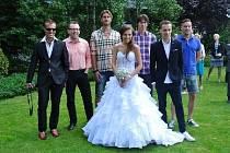 Martin Kuncl s jeho dnes již manželkou Monikou pojali svatbu, na kterou zavítali i fotbalisté Libor Došek, Jan Trousil či Petr Švancara, lehce neformálně, i nevěsta měla na nohou tenisky.