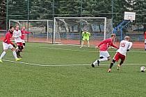 Fotbalisté Uherského Brodu (v červených dresech) porazili v posledním přípravném utkání Valašské Meziříčí 2:1.