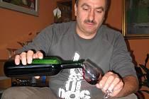 Na loňských slavnostech vína v Uherském Hradišti chutnal nejvíce výběr z hroznů Františka Jakubíka.