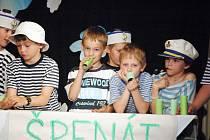 K dotvoření každé scénky si žáci připravili pestré kostýmy. Nechyběly ani ty námořnické.