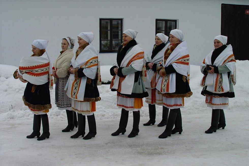 Úvodnice. Fotografovaly se v zimě ve Velké nad Veličkou.