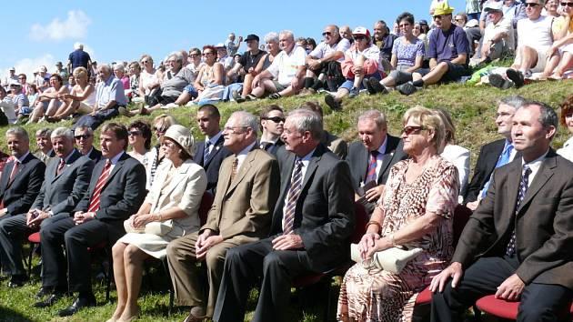 Na Javořině nechyběl ani prezident Ivan Gašparovič (v hnědém obleku).