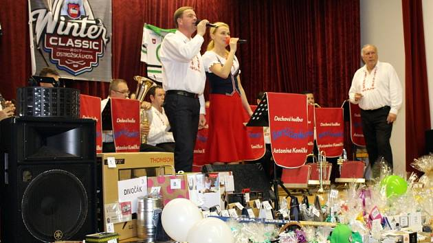Ples hokejistů v Ostrožské Lhotě