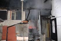 Požár udírny, dílny a přístavku rodinného domu v Bílovicích.