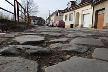 Plánovaná výměna části povrchu v Rybárnách narazila na tuhý odpor tamních obyvatel.