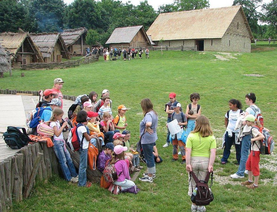 V Archeoskanzenu na Modré probíhá akce Týden pro školy.