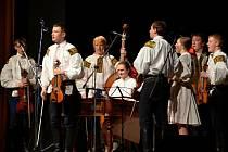 Folklorní soubor a cimbálová muzika Rozmarýn oslavila v sobotu 13. dubna své čtyřicáté narozeniny.