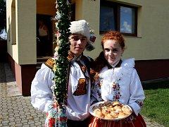 Soutěžní pár číslo 31 – Liduška Slunéčková a Jakub Štefaník, mladší stárci na hodech v Kostelanech 19. – 20. září.