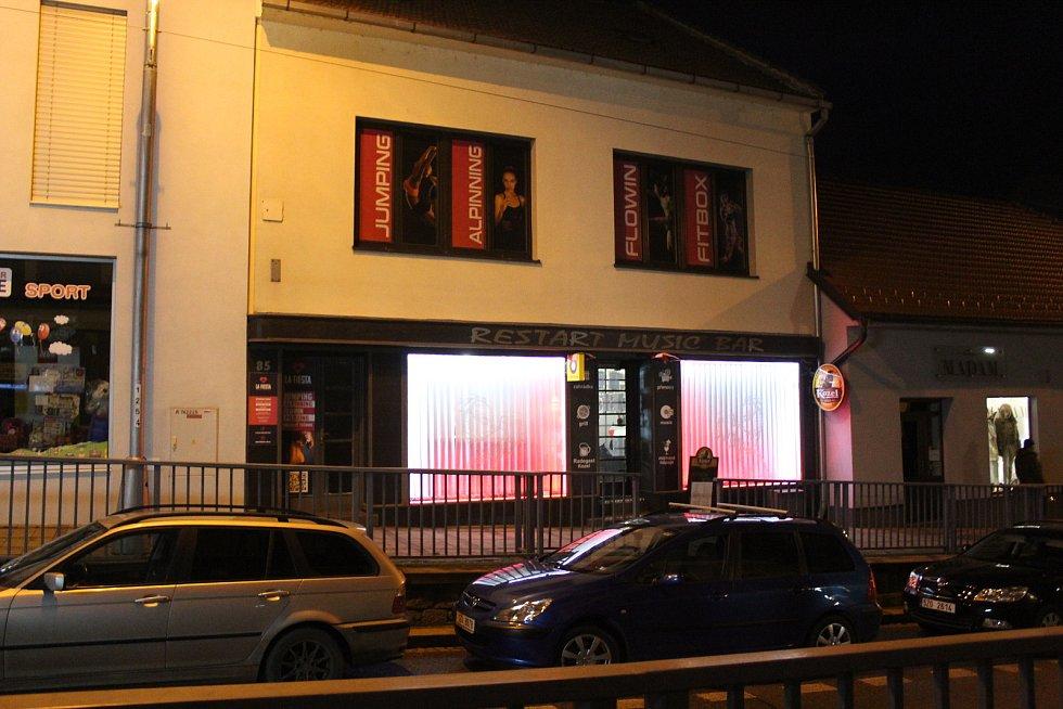 Do svérázného protestu, se v sobotu 28. listopadu pustil Restart bar na Moravské ulici v Uherském Brodě.