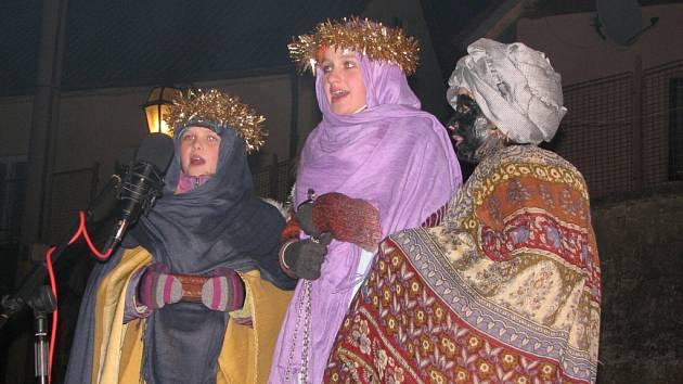 Tři králové přinesli nemluvněti dary, ale také mu zazpívali.