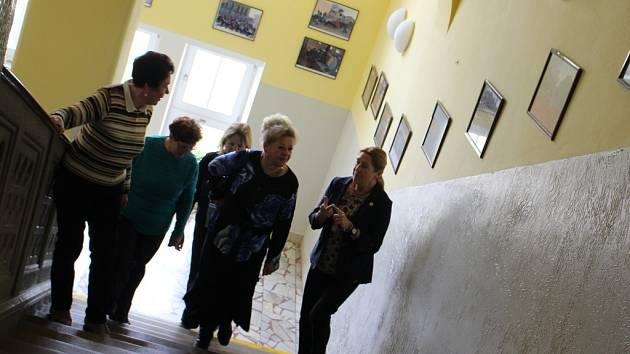 Na den otevřených dveří na Základní škole UNESCO se přišly podívat i bývalé kantorky školy.