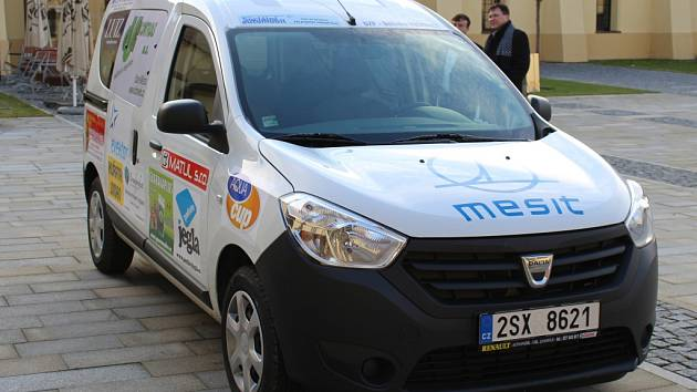 DZP Kunovice, starající se o postižené spoluobčany, převzalo ke svému užívání nový vůz Dacia. Zařízení podle slov jeho ředitele vůz využije například pro zásobování či každodenní zajištění svého provozu.