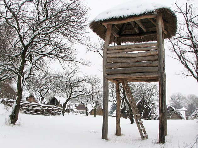 V místech slovanských políček vyroste církevní areál s hranatou věží.
