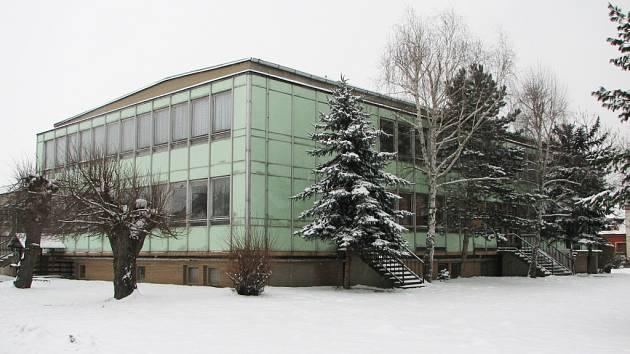 Více než třicet let starý kulturní dům v Nedakonicích se oblékne do nového hávu.