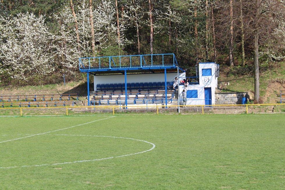 Prohlídka obce Ořechov. Fotbalové hřiště